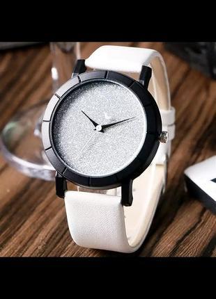 Стильные белые часы с серебряным циферблатом блестящие женские кварцевые
