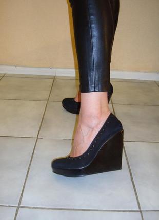 Шикарные замшевые туфли familiare, сост. новых, 36 размер
