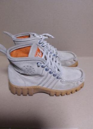 Удобные замшевые демисезонные  ботиночки
