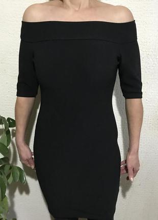 Бандажное платье с открытыми плечами