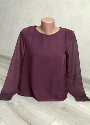 Нарядная блуза с кружевом цвета марсала