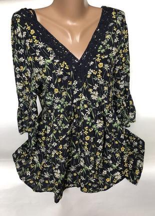 Красивая блуза в цветах