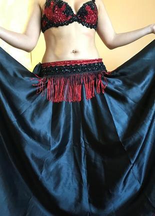 Красно-черный костюм ручной работы