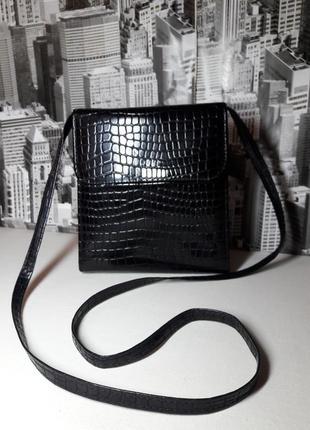 Стильная лаковая сумочка кроссбоди от *clarks*