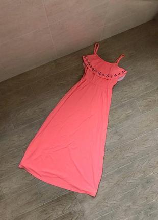 Женское платье макси сарафан летний нежно персикового кораллового цвета с рюшей