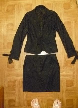 Красивый жаккардовый костюм-двойка пиджак и юбка в хорошем состоянии весна-осень