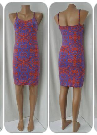 Брендовое облегающее платье asos с узорами.  размер uk10/38(s/м).