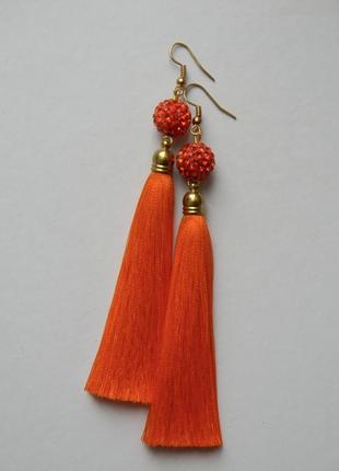 Оранжевые серёжки кисточки с оранжевыми бусинами шамбала