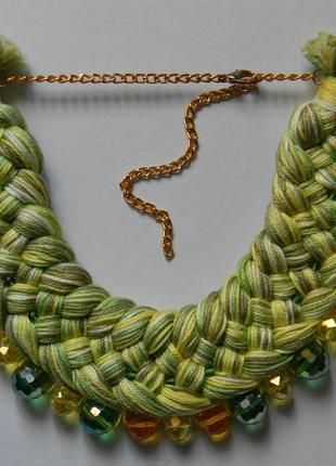 Салатовое колье с зелеными и желтыми стеклянными бусинами