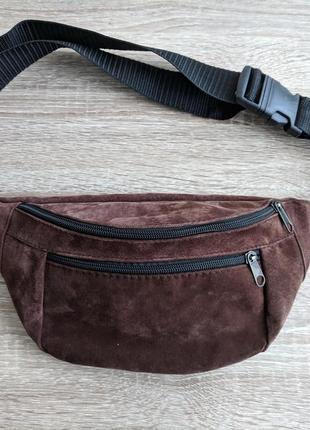 Большая бананка, из натуральной кожи стильная сумка на пояс темно коричневая замш