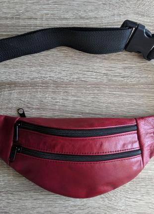 Бананка натуральная кожа, стильная сумка на пояс красная лаковая