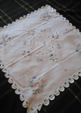 Скатерть с вышивкой