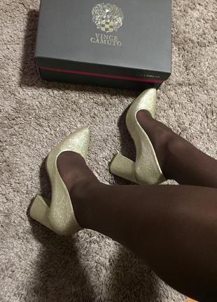 Брендовые туфли vince camuto золото 38 размер