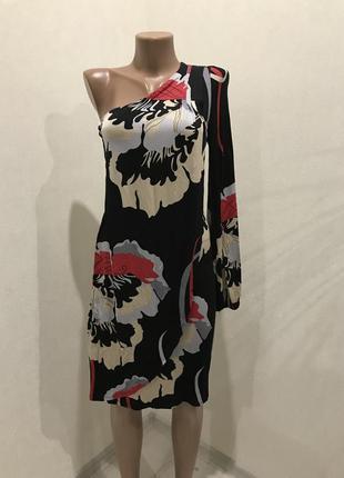 Стильное платье на одно плечо