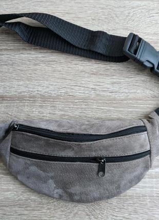 Бананка натуральная кожа, стильная сумка на пояс мягко серая замшевая