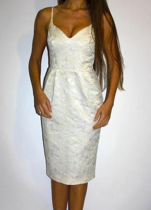 Платье карандаш , переливается! ткань парча -красивая спинка