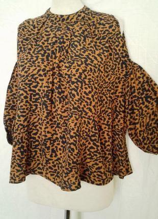 Блузочка с открытыми плечами и раклешенная к низу, м/l