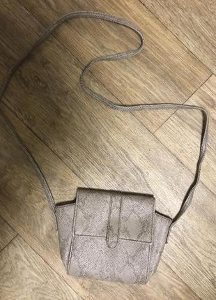 Бежевая сумка на длинной ручке
