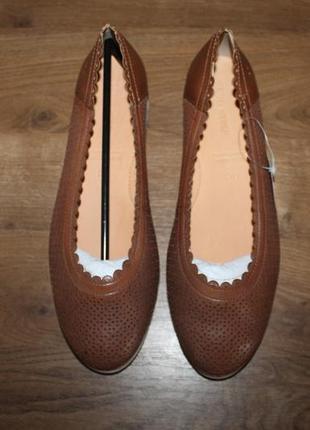 Легкие кожаные туфли с перфорацией gerry weber, 38.5 размер