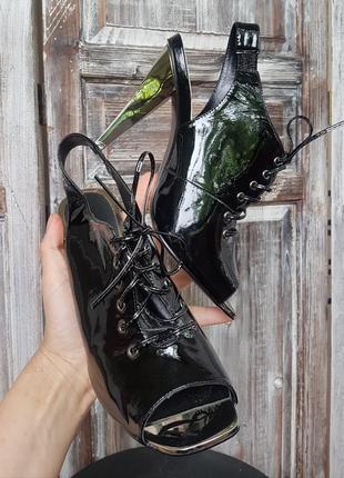 Превосходные босоножки на шпильке с открытым носком от mascotte 39р