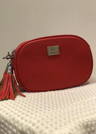 Новая женская сумочка.шикарно смотрится! подойдёт под любой наряд.