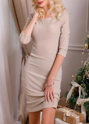 Шикарное платье с блестящей нитью