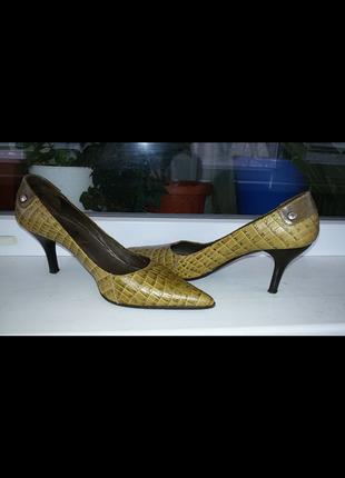 Кожаные итальянские фирменные туфли