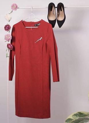 Червоне плаття від люксового бренду