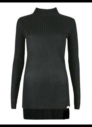 Чёрный свитер в рубчик1 фото