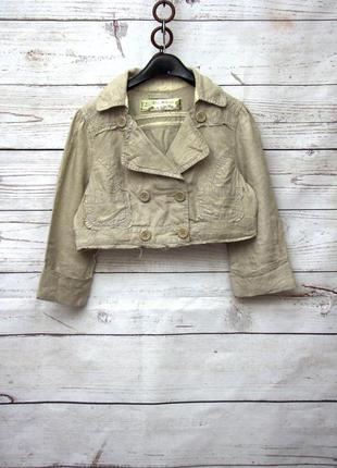 Короткий двубортный бежевый пиджак с серебристым напылением uk12