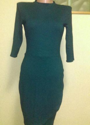 Красивое теплое платье изумрудного цвета