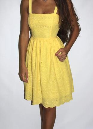 Желтое платье с прошвой -есть пояс, размер  s-m