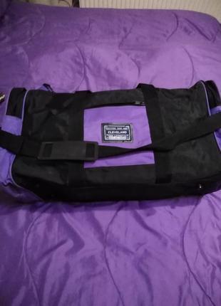 Сумка cleveland спортивная дорожная  черно- фиолетовая.