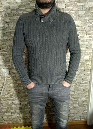Классный свитер с погонами