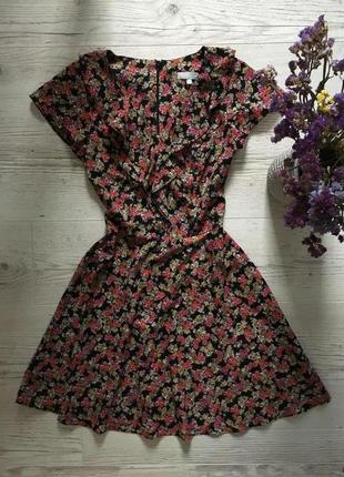 Красивое милое платье с пышной юбкой клёш принт мелаие цветочки рюши на груди