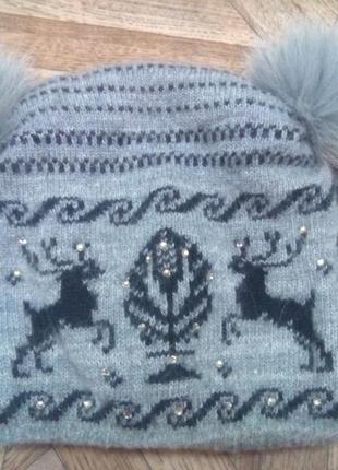 Очень теплая зимняя шапка с оленями. шерстяная шапка