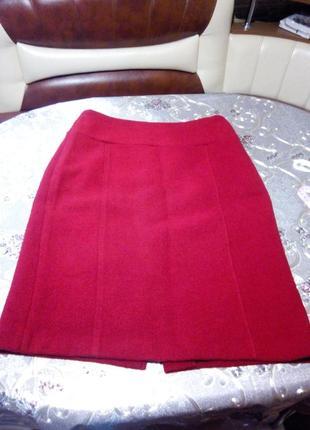 Шерстяная красная юбка