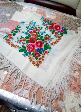 Платок с орнаментом