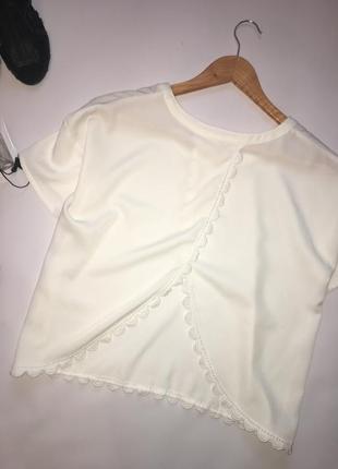 Белая блуза оверсайз с интересной спинкой с кружевом