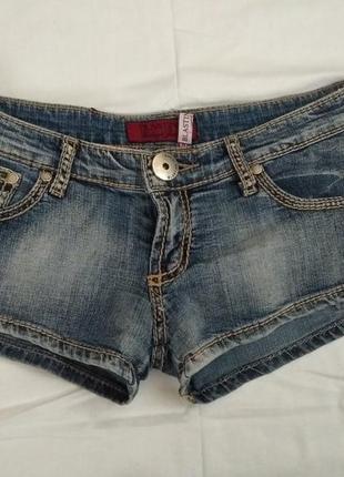 Короткие джинсовые шорты blasting
