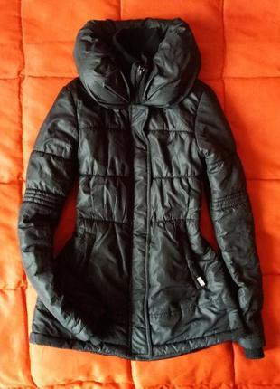 Теплая приталенная куртка на синтипоне