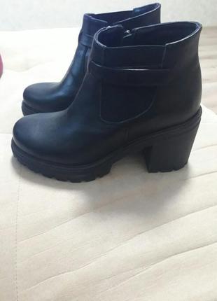 Кожаные женские деми ботинки lacs