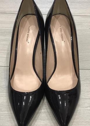 Новые кожаные лаковые туфли vitto rossi