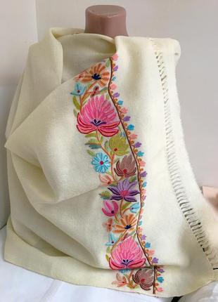 Шикарный шарф палантин, с красивой вышивкой, 100% шерсть.