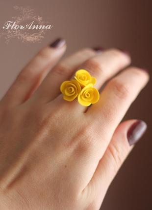 Кольцо с жёлтыми розами из полимерной глины