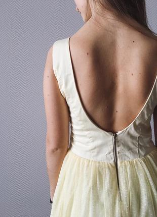 Воздушное платье с открытой спиной