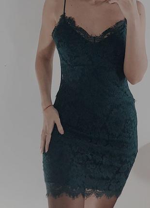 Кружевне плаття по фігурі