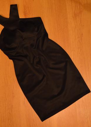 Вечернее платье с переплетом на шее