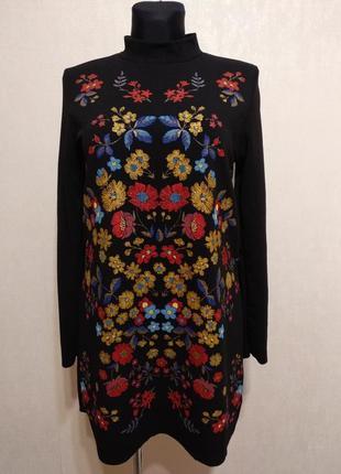 Красивое платье с  вышивкой zara