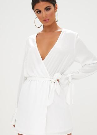 Prettylittlething чарівна біла сукня на запах